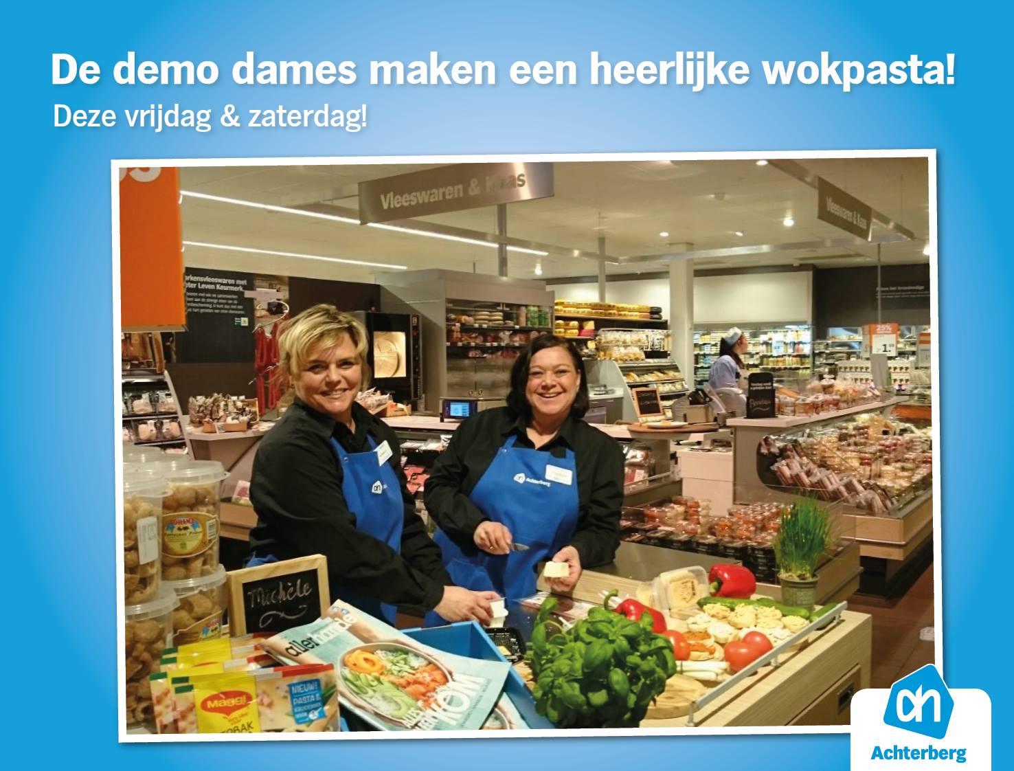De demo dames maken een heerlijke wokpasta!