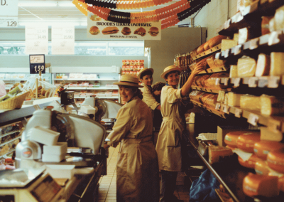Kaas- en broodafdeling (rechts), +/- 1980